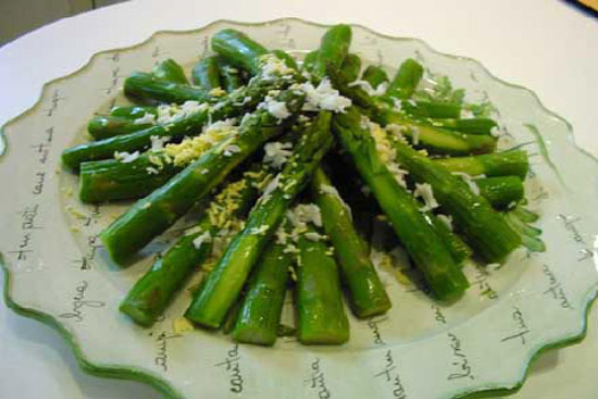 Asparagus mimosa  - A recipe by Epicuriantime.com