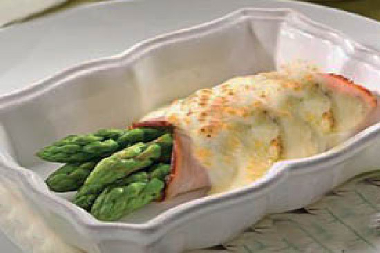 Asparagus with cream cheese and prosciutto