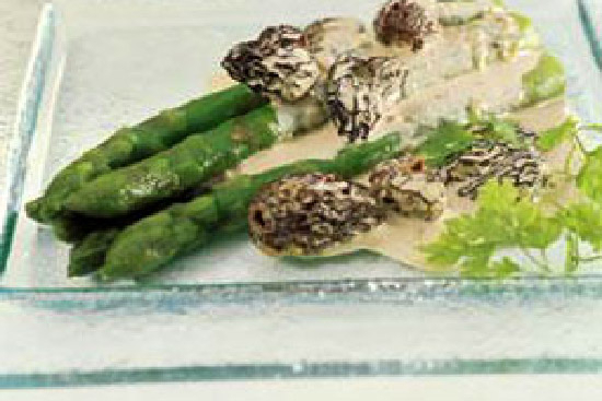 Asparagus with morels and tarragon  - A recipe by Epicuriantime.com