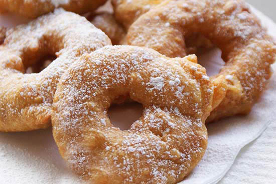Apple fritters with apricot sauce