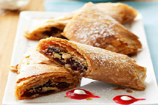 Apple strudel with cranberry sauce - A recipe by wefacecook.com