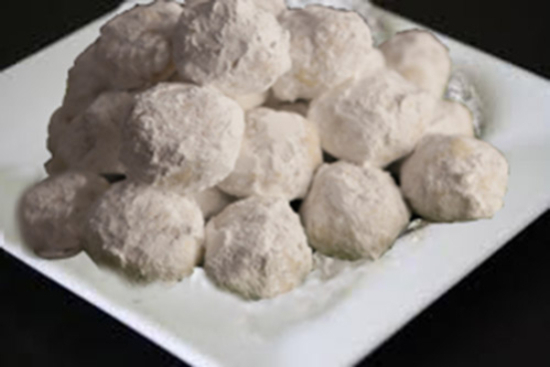Russian Tea Cakes - A recipe by wefacecook.com