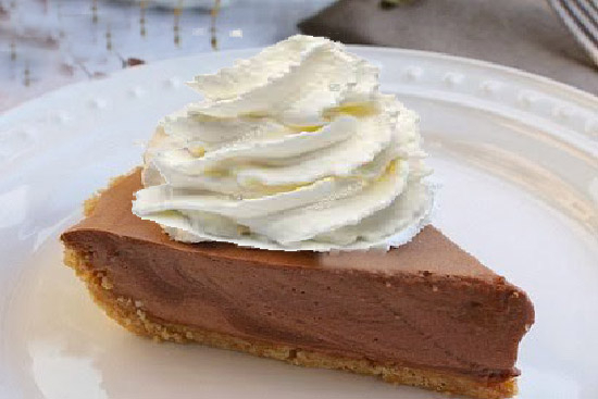 Chocolate bavarian cream pie - A recipe by wefacecook.com