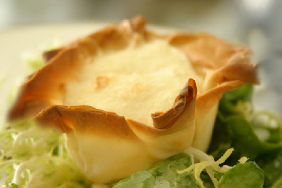 Goat cheese soufflés in phyllo cups - A recipe by Epicuriantime.com