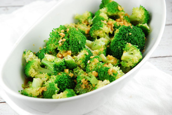 Broccoli with garlic - A recipe by Epicuriantime.com