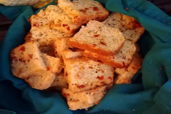 Corn bread with sun dried tomatoes