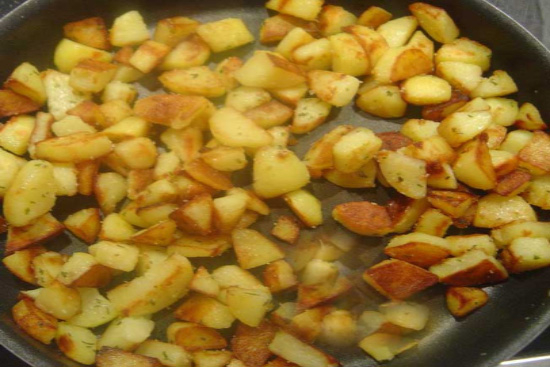 Garlic roasted potatoes - A recipe by Epicuriantime.com