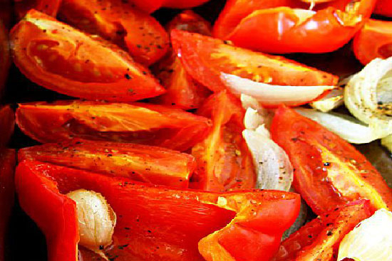 Roasted tomatoes and red peppers - A recipe by Epicuriantime.com