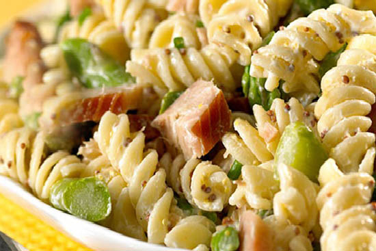 Chicken and pasta salad with asparagus