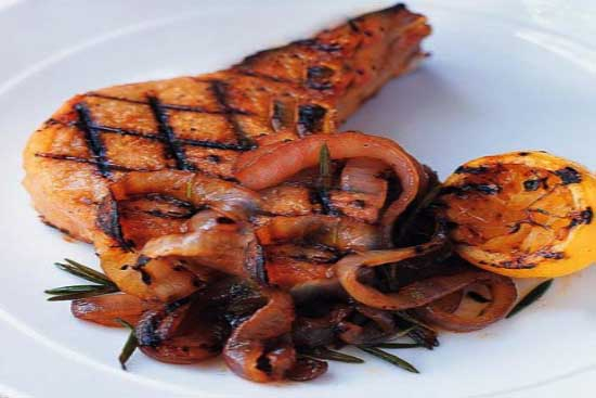 Grilled pork chops with red onion marmalade - A recipe by Epicuriantime.com
