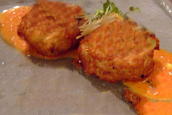 Crab and lobster cakes with roasted red pepper coulis and dill cream - A recipe by Epicuriantime.com