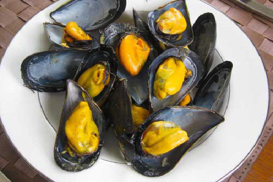 Mussels mariniere - A recipe by Epicuriantime.com