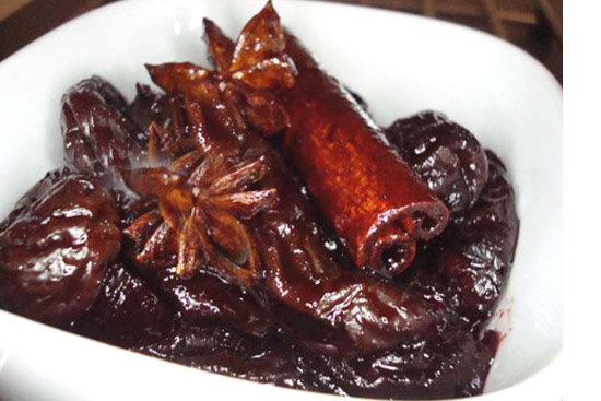 Prunes poached in red wine - A recipe by Epicuriantime.com