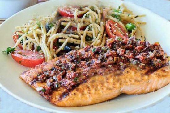 Grilled salmon fillets with sun-dried tomatoes - A recipe by Epicuriantime.com