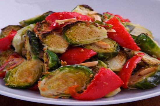 Roasted brussels sprouts with red pepper