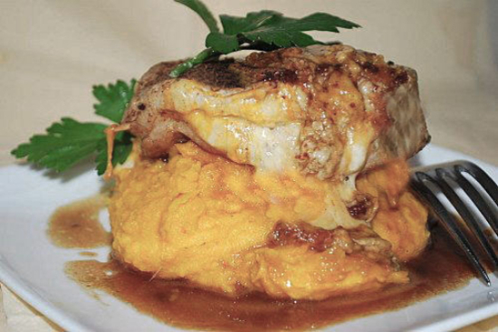 Stuffed pork chops with polenta and tomatoes - A recipe by Epicuriantime.com