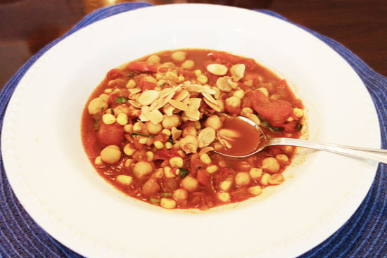 Vegetable-chickpea chili with almonds - A recipe by Epicuriantime.com