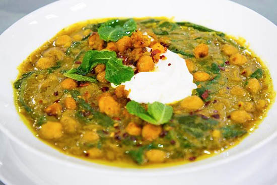 Chickpea stew with coconut and turmeric